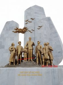 Tượng Đài Chủ Tịch Hồ Chí Minh với Nhân Dân Quảng Bình