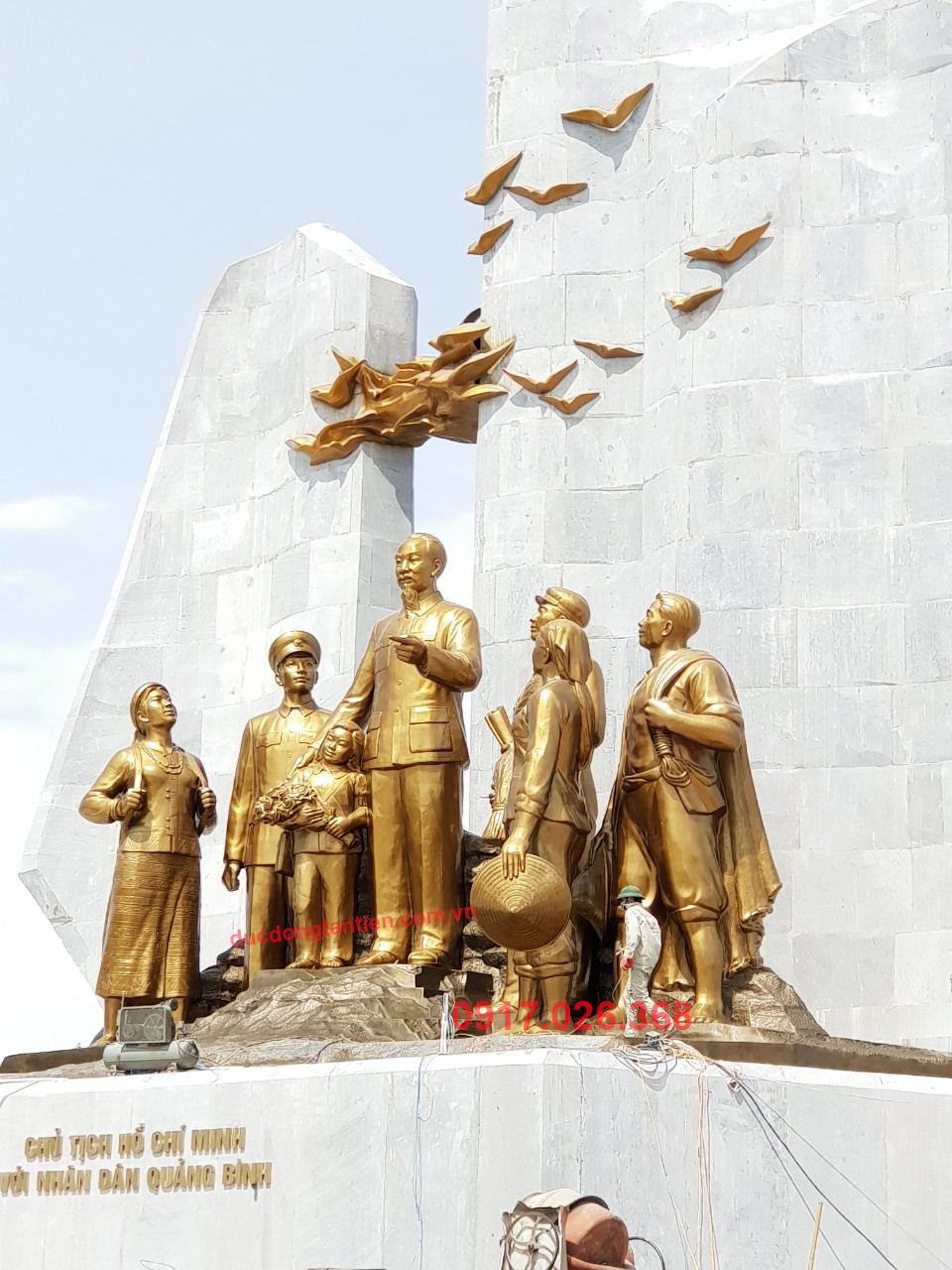 Cụm Tượng Chủ Tịch Hồ Chí Minh với Nhân Dân Quảng Bình